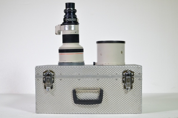 Optex Canon 300mm T2.8 lens with universal mount, plus transit case