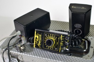 Arriflex Super 16 PL mount high-speed accessories: Vari Speed, V/S speed control, 1 x charger and on-board batteries